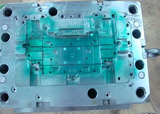 China 52 HRC Automotive Injection Mold UG Design Software ISO 9001 2015 factory